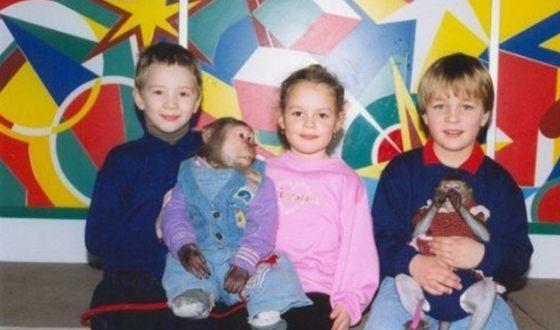 Полина Наливалкина (в центре) в детстве