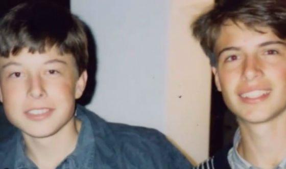 В юности Илон Маск (слева) был застенчивым ребенком