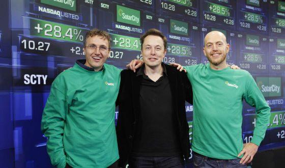 Илон Маск работает над солнечными батареями будущего