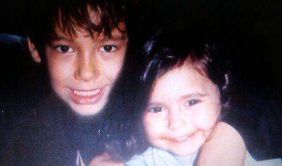 Маленькая Нина Добрев и ее брат Александр