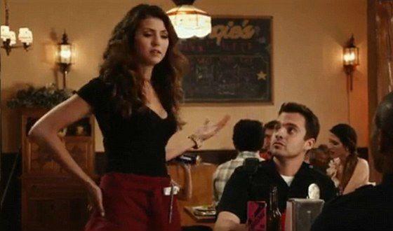 В комедии «Типа копы» Нина Добрев играет официантку