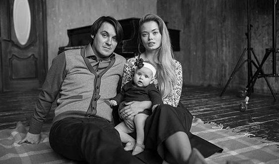 Юлия Минаковская с мужем и дочкой