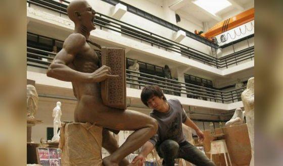 Памятник Витасу в Китае