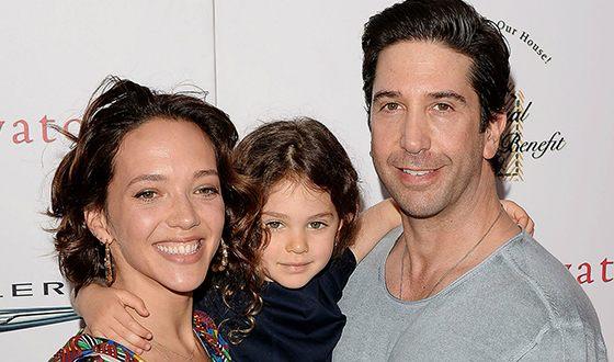 Дэвид Швиммер и Зоуи Бакмэн с дочкой