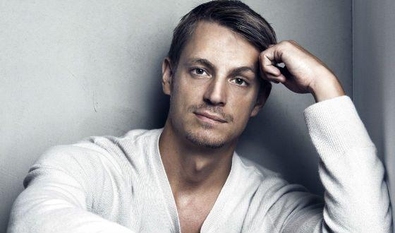 Шведский актер Юэль Киннаман