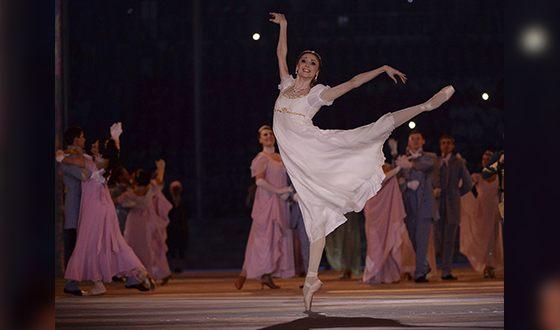 Светлана Захарова в роли Наташи Ростовой на первом балу (Сочи, февраль 2014)
