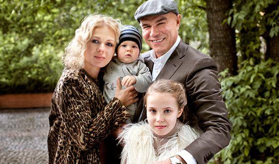 Сергей Мазаев, его жена и дети