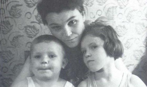 Маленький Миша Воробьев с мамой и сестрой Олей