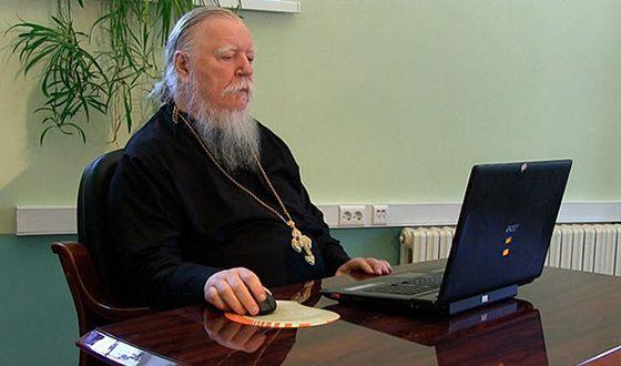 Отец Димитрий ведет свой блог в интернете