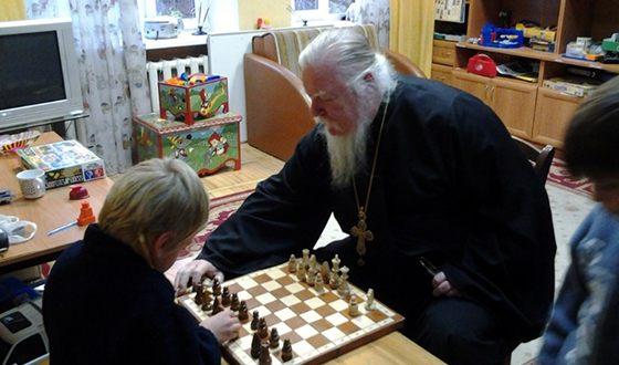 Отец Димитрий любит общаться с детьми