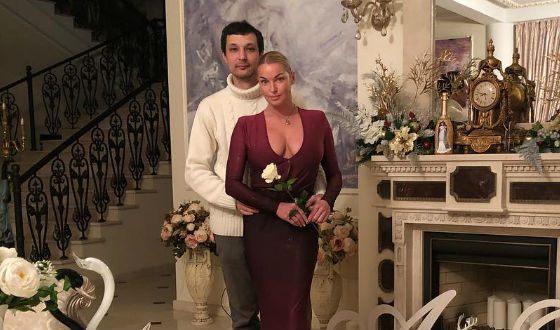 На фото: Анастасия Волочкова и Михаил Логинов