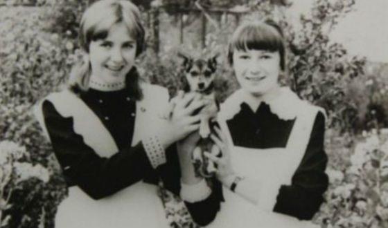 Школьное фото Елены Яковлевой (слева)