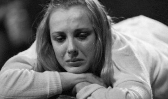 Молодая Елена Яковлева в спектакле «Близнец»
