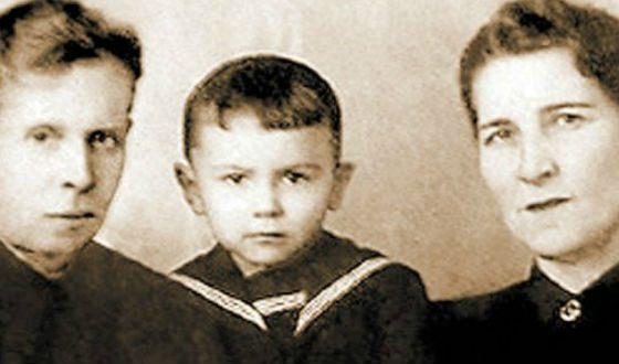 Маленький Валерий Леонтьев с родителями