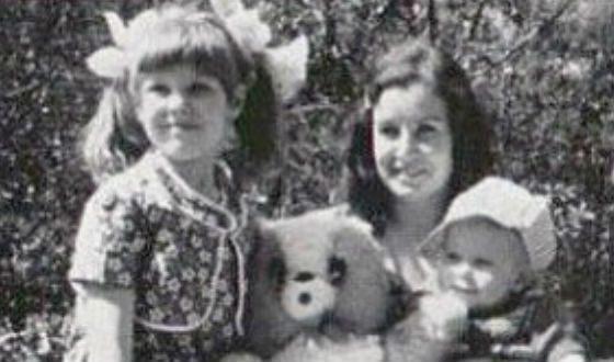 Митя Фомин с мамой и сестрой