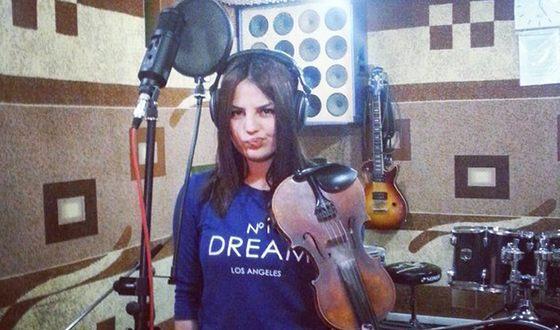 На музыкальном образовании Ани настояла её бабушка