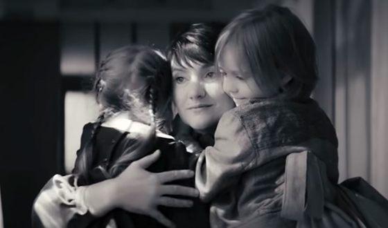 Инга Оболдина в фильме «Картинки, нарисованные в часы заката и рассвета»