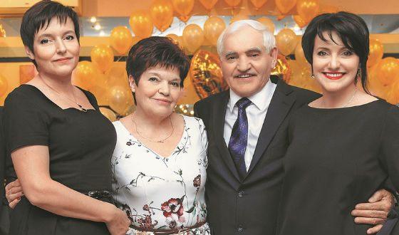 Инга Оболдина с родителями и сестрой