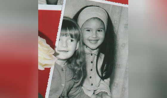 Моника Беллуччи в детстве (справа)