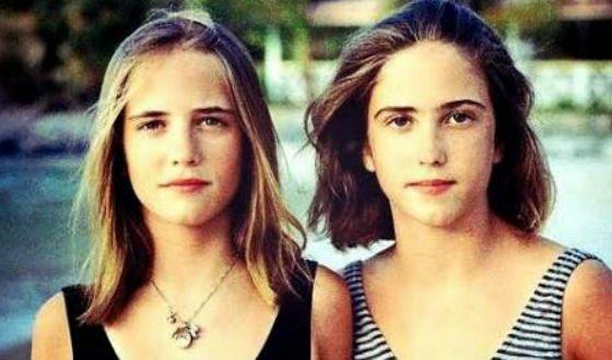 Ева Грин и ее сестра-близняшка в юности