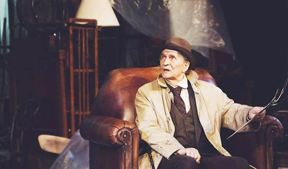 Игорь Ясулович на сцене театра