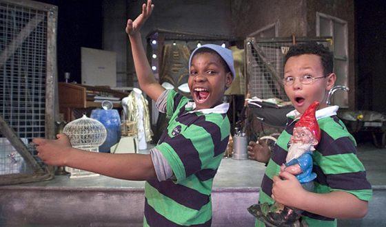Актерский талант Джона Бойеги замечен был с детства (на фото слева)