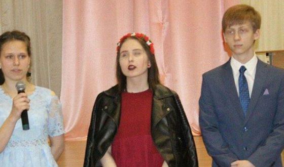 Певица Гречка на школьном выпускном