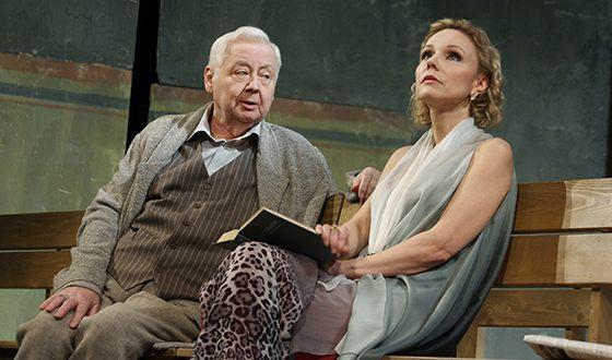 Марина Зудина с Олегом Табаковым на театральной сцене