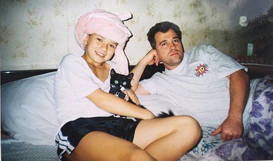Егор Калейников в детстве с отцом
