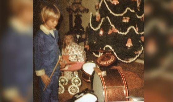 В 7 лет Курту подарили ударную установку