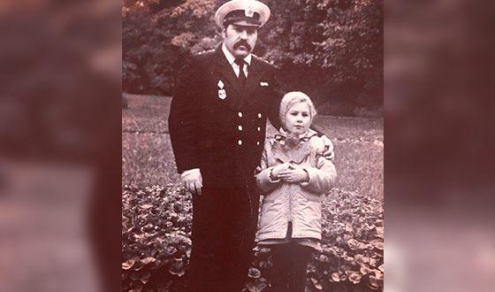 Ева Польна в детстве с отцом