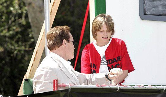 Патрик Шварценеггер на съемках фильма «Скамейка запасных»