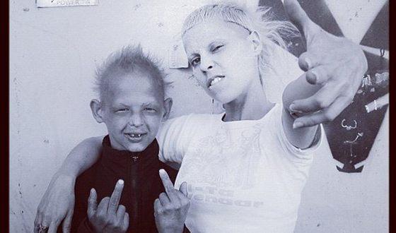 Йоланди Фиссер и ее приемный сын Токки