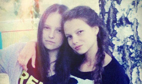 Юлия Полячихина в детстве (справа)
