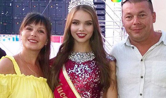 Юлия Полячихина с родителями