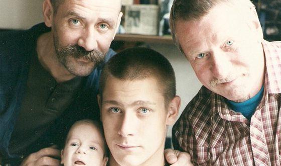 Иван Краско с сыном Андреем, внуком и правнуком
