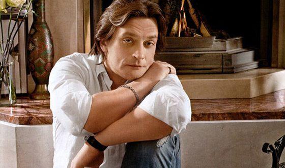 Домогаров получил премию «Чайка» за роль Жоржа Дюруа в «Милом друге» в 1996 году