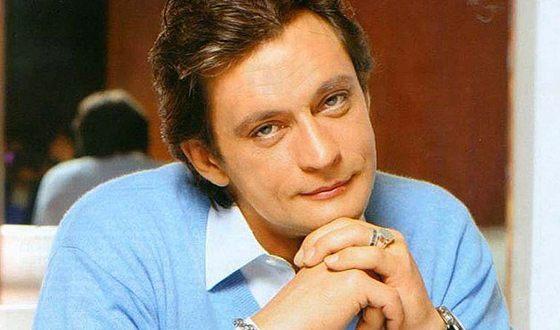 В 1984 году Александр Домогаров дебютировал в кино