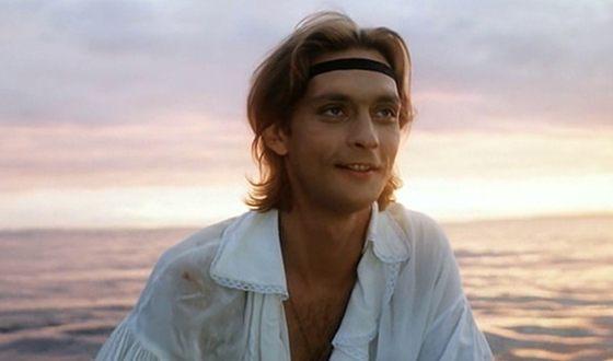 В 1992 году Александр Домогаров сыграл роль Павла Горина в культовом фильме «Гардемарины III»