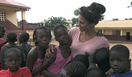 Ева Мендес активно участвует в благотворительности