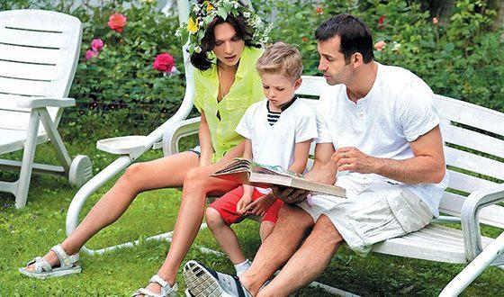Дмитрий Певцов с женой и сыном Елисеем