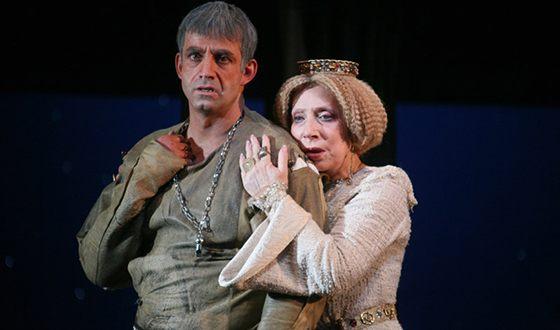 Дмитрий Певцов и Инна Чурикова в спектакле «Аквитанская львица»