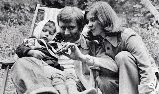 Андрей Миронов и Лариса Голубкина с дочкой