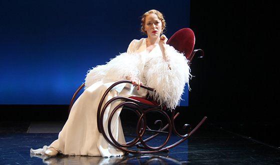 Наталья Рогожкина на сцене театра