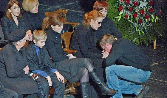 Наталья Рогожкина на похоронах Андрея Панина