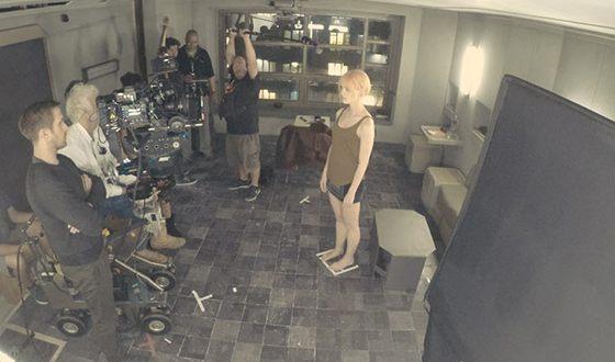 Маккензи Дэвис на съемках фильма «Бегущий по лезвию 2049»