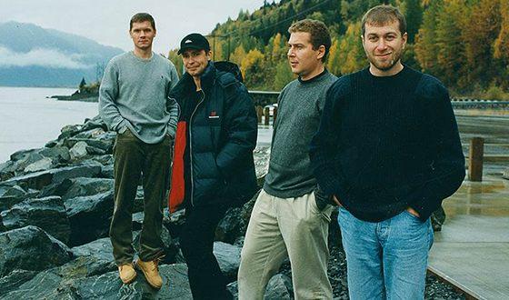 В «лихие 90-е» Роман Абрамович смог стать учредителем ряда крупных корпораций