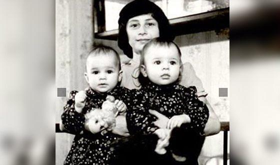 Наталья Подольская в детстве с сестрой и мамой