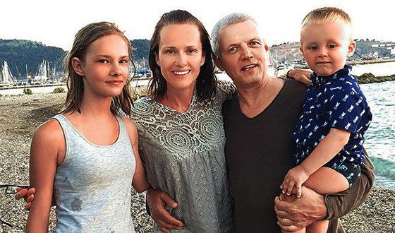 Александр Галибин с женой Ириной и детьми
