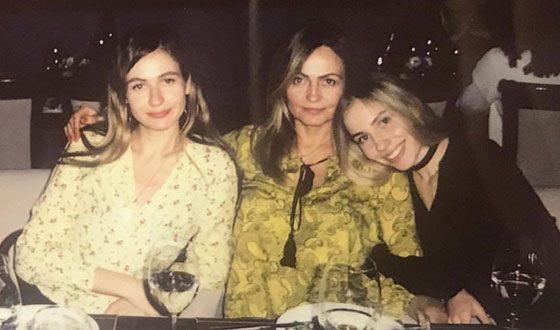 Кристина Бардаш с мамой и сестрой